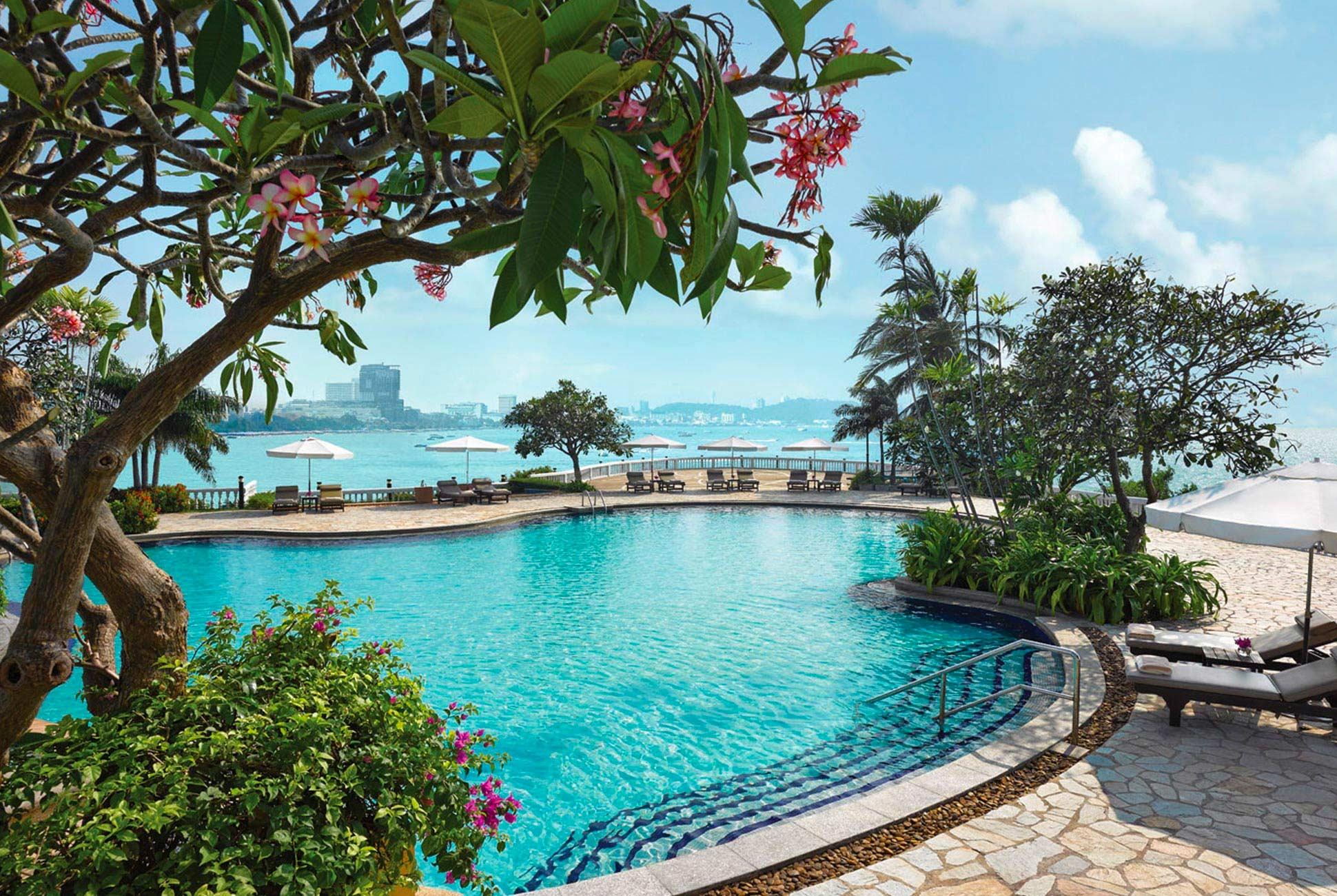 Pool of the Dusit Thani Pattaya Hotel