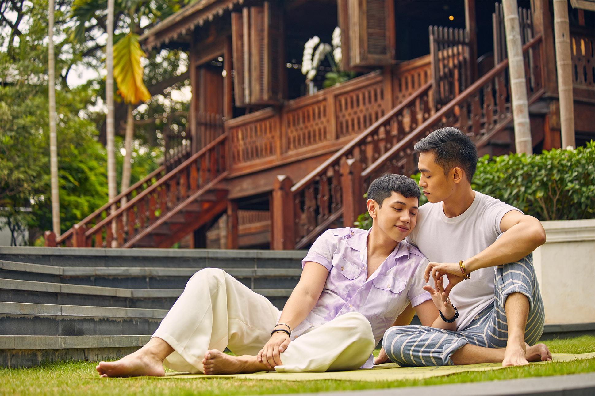 A gay couple at 137 Pillars House, Chiang Mai, Thailand