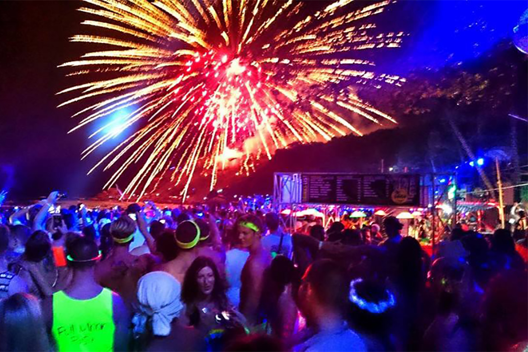 Full moon party on Koh Phgangan in the Gulf of Thailand, Thailand