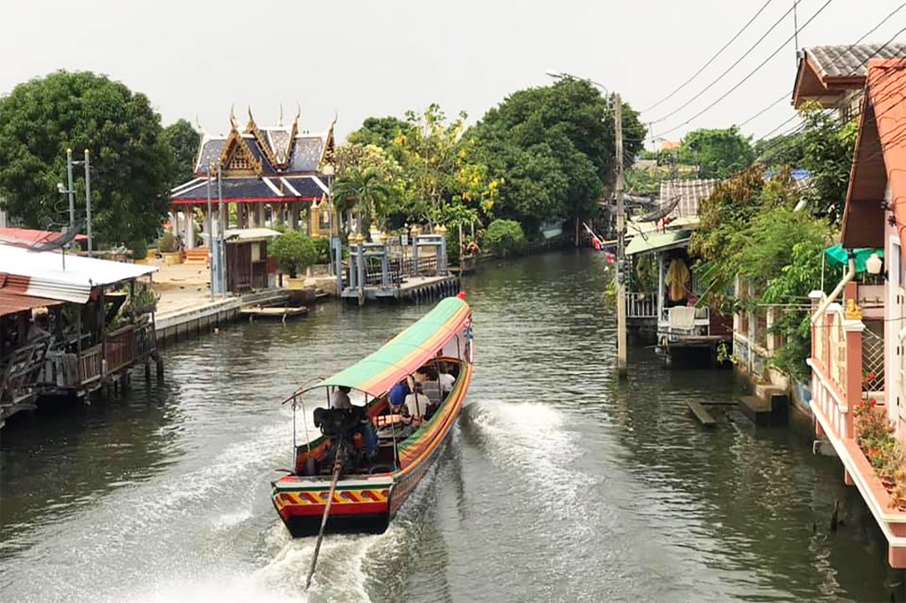 A 'khlong' (canal) in the Thonburi neighbourhood of Bangkok, Thailand